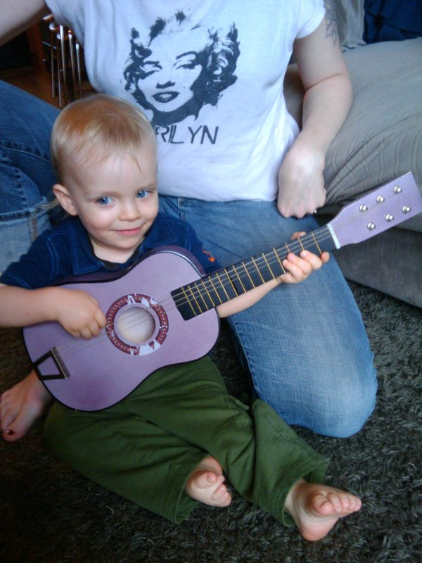 dandelionboy with guitar